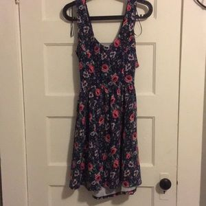 Size medium print dress with opening on back